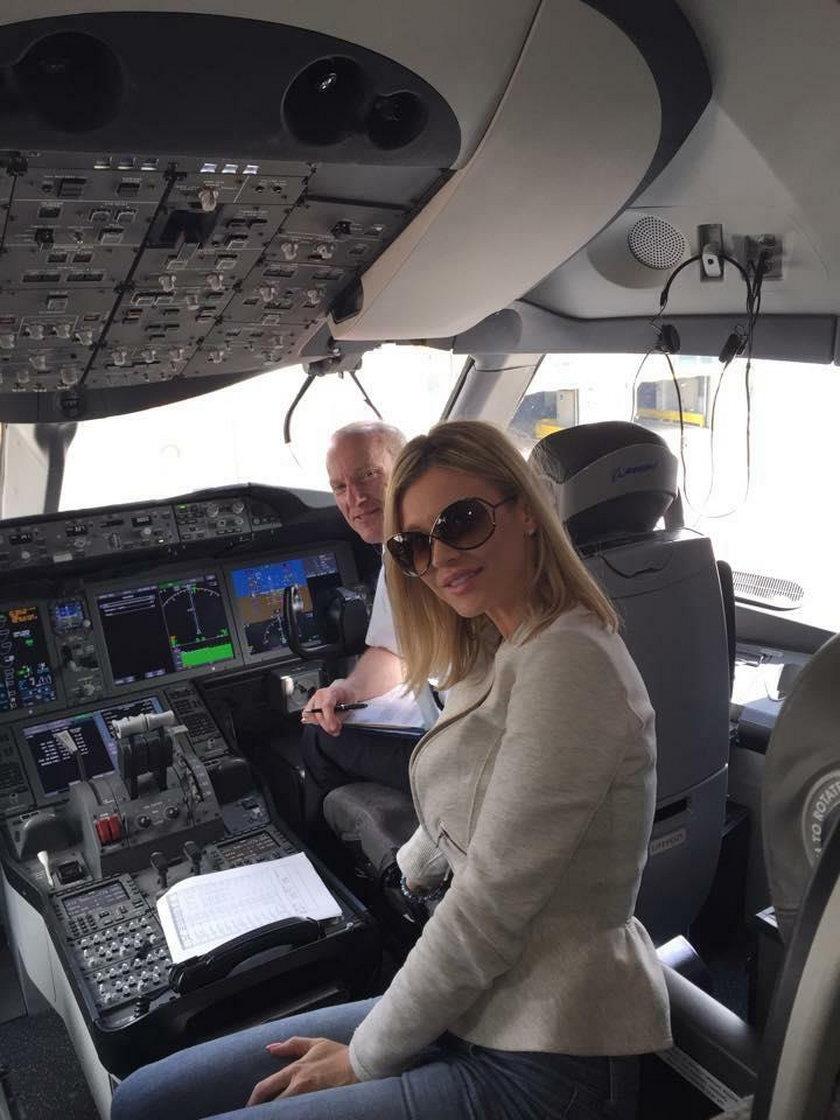 Joanna Krupa w samolocie
