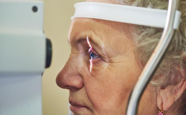 Covid-19 pozostawia zmiany w oku pacjenta