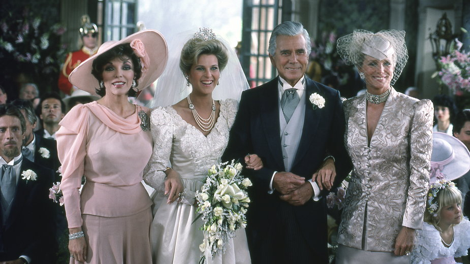 "Joan Collins, Catherine Oxenberg, John Forsythe i Linda Evans w serialu ""Dynastia"""