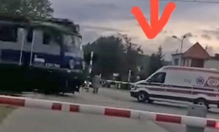 O mały krok na przejeździe w Chodzieży doszło do tragedii.