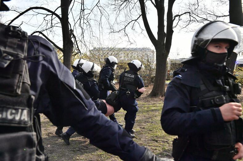 Policja i protest w okolicy Placu Piłsudskiego