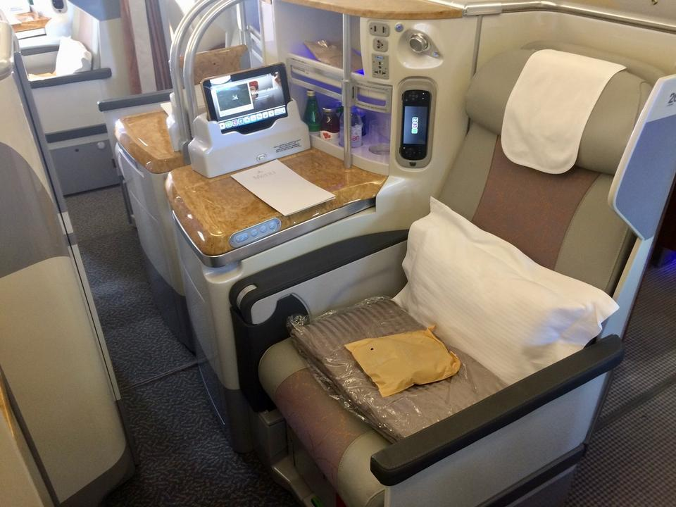 Tu również na pasażerów czekają poduszki, koc, podręczny barek...