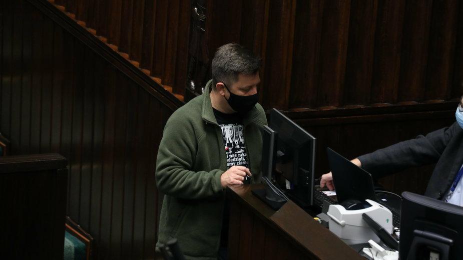 Szef KPRM Michał Dworczyk podczas prac nad ustawą o przeciwdziałaniu i zapobieganiu epidemii COVID-19