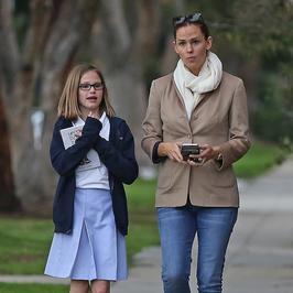 Jennifer Garner przyłapana na spacerze z córką. Jak aktorka wygląda bez makijażu?