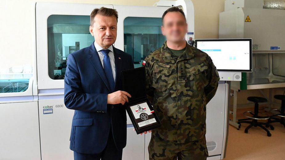 Minister Błaszczak jeszcze w lipcu gratulował sukcesów zatrzymanemu dyrektorowi wojskowego instytutu