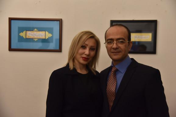 Bračni par iz Irana na otvaranju izložbe