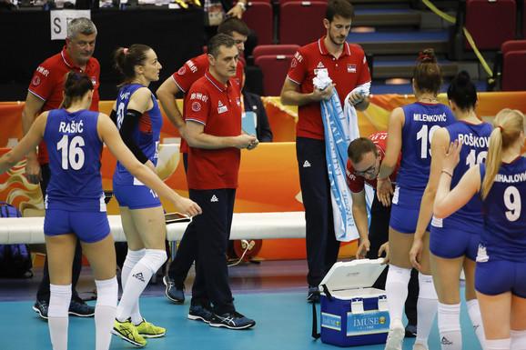 Zoran Terzić sa odbojkašicama Srbije na šampionatu planete u Japanu