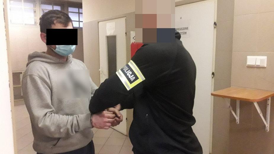 Policja zatrzymała mężczyznę, który napadł na pracownika sklepu