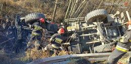 Ciężarówka dachowała w Wiśle - zdjęcia