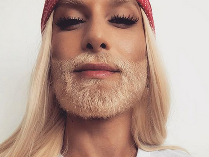 Ovakvu transformaciju još niste videli: Nema teorije da pogodite KO stoji iza ove plave brade