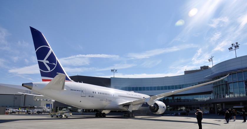 8. Boeing 787-8 Dreamliner we flocie PLL LOT ma rejestrację SP-LRH