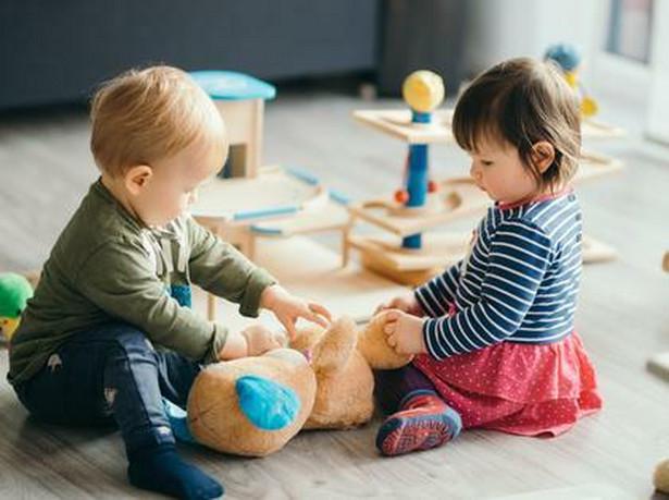 Projekt zakłada, że dopłata będzie należeć się również na drugie i kolejne dziecko w rodzinie.
