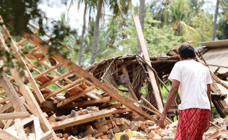 Indonezja: Ponad 280 ofiar tsunami