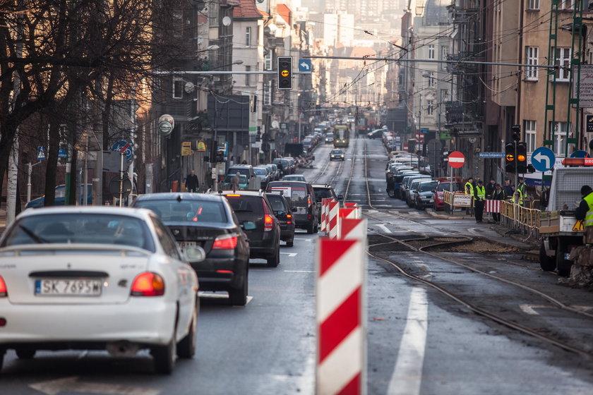 Zakorkowana ulica Kościuszki w Katowicach