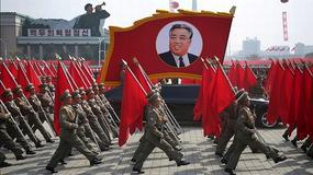 """Korea Północna pręży muskuły przed rozpoczęciem igrzysk. W Pjongjang odbyła się """"tajna"""" parada wojskowa"""