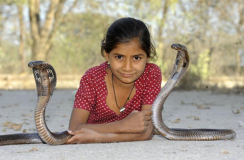 Kajol Khan mała zaklinaczka węży