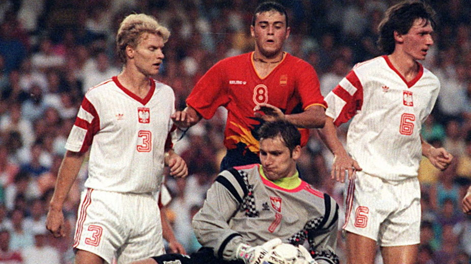 Mecz finałowy IO '92: Luis Enrique w otoczeniu Tomasza Łapińskiego, Aleksandra Kłaka i Dariusza Gęsiora