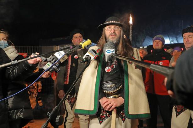 Sebastian Pitoń podczas konferencji prasowej rozpoczynającej protest ''Góralskie Veto''