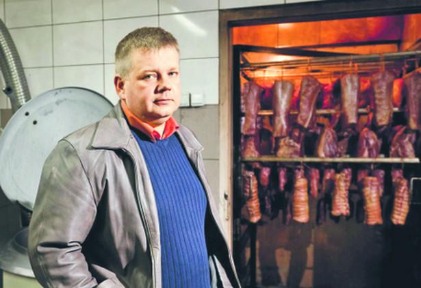Paweł Surażyński, Porzucił pracę urzędnika w ZUS i zajął się wyrobem wędlin. Dziś zdobywa nagrody w lokalnych konkursach wyrobów regionalnych
