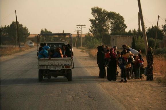 Kurdi beže iz pogođenih gradova