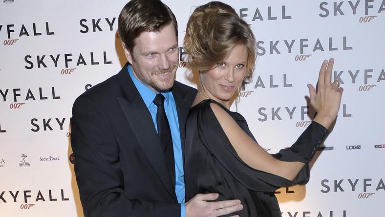"""Na polskiej premierze """"Skyfall"""" w Cinema City na Sadybie zjawiły się tłumy, by zobaczyć jak agent Jej Królewskiej Mości radzi sobie z psychopatycznym Silvą i... upływem czasu"""