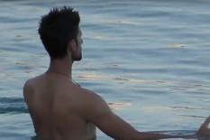 PAPARACO SNIMAK Prvi put pred očima javnosti: Ritual Novaka Đokovića u moru /VIDEO/