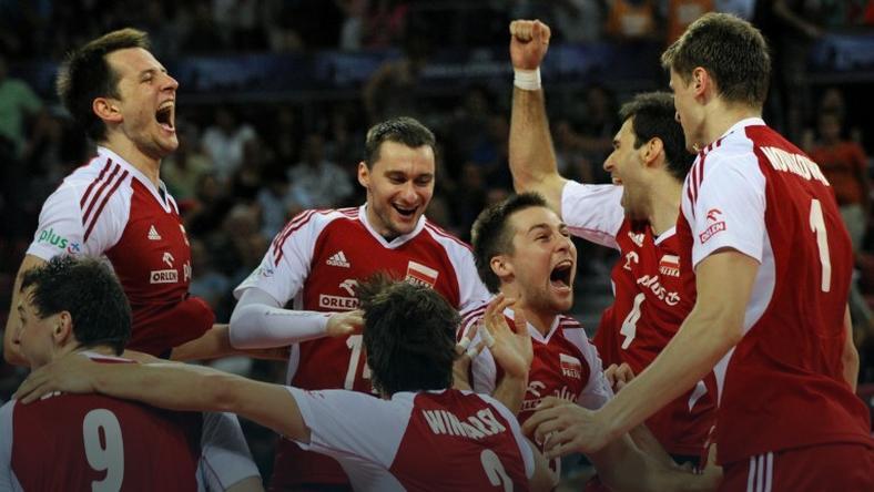 Reprezentanci Polski cieszą się po wygranej z USA w finale Ligi Światowej 2012