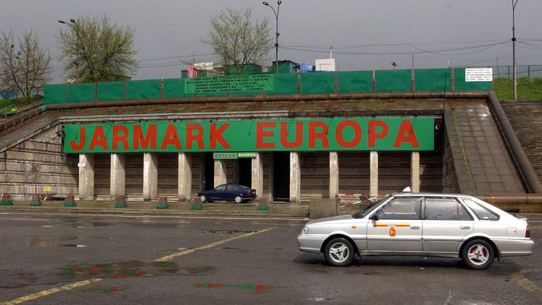 Jarmark Europa przy wejściu na Stadion Dziesięciolecia w Warszawie