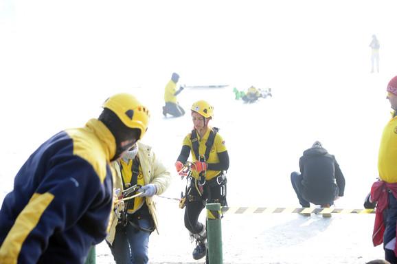 Brojna ekipa je uključena u spasavanje