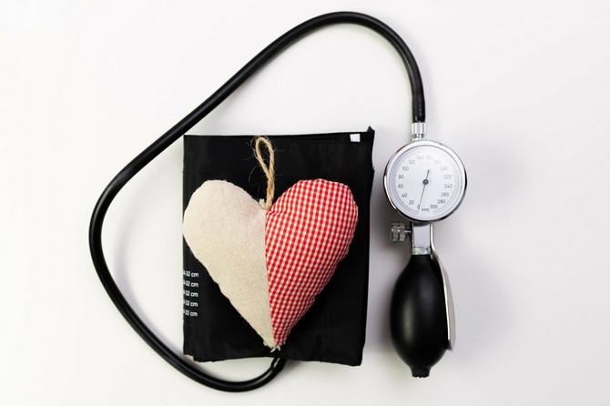 Rezistentna hipertenzija najčešće se javlja kod pacijenata koji su gojazni, pate od slip apneje, dijabetesa, pakazuju znake hronične  bubrežne slabosti