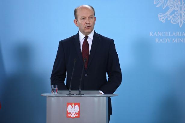 Minister zdrowia Konstanty Radziwiłł podczas konferencji prasowej po posiedzeniu rządu