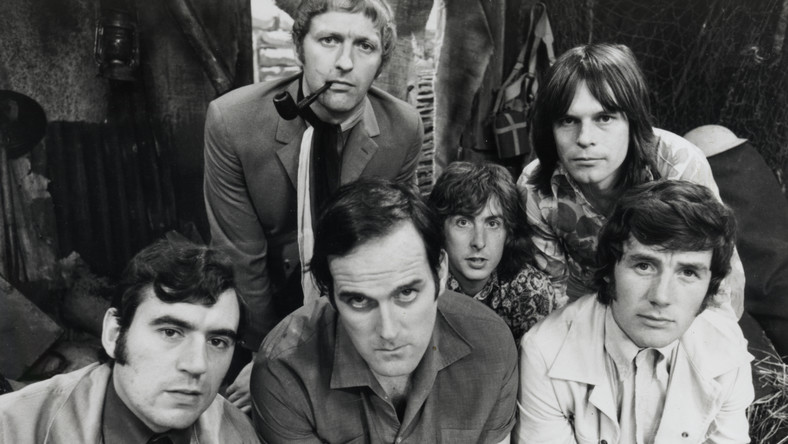 Terry Jones, John Cleese, Michael Palin oraz Graham Chapman i Eric Idle i Terry Gilliam w 1969 roku