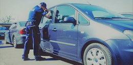 Mały chłopczyk zatrzaśnięty w rozgrzanym samochodzie. O krok od tragedii