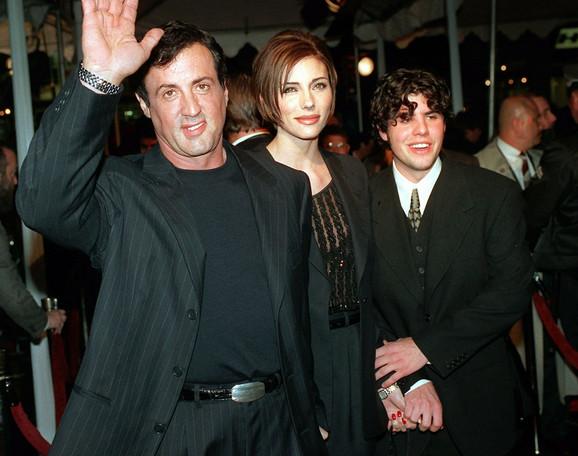 Sejdž Stalone (desno), u društvu oca Silvestera i njegove devojke Dženifer Flevin (snimak iz 1996)