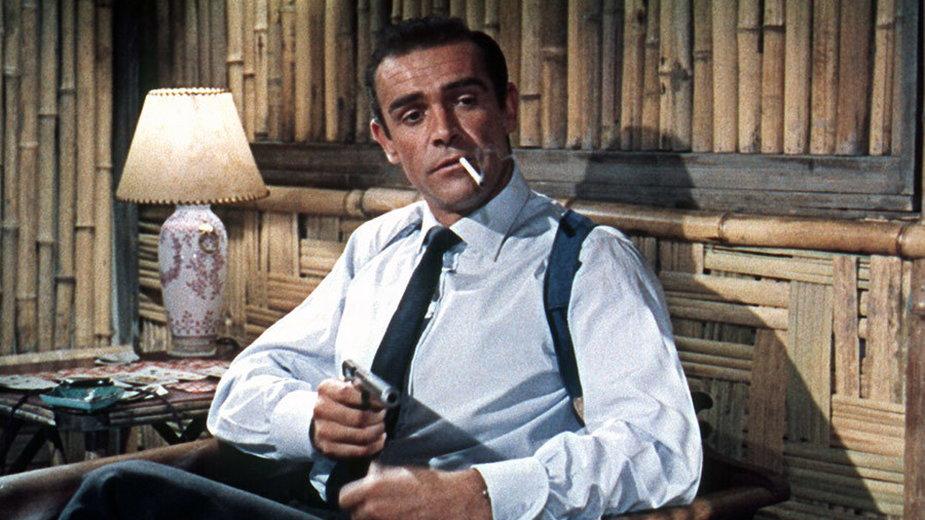 "Sean Connery jako James Bond w filmie ""Doktor No"" (1962)"