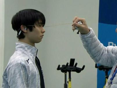 23-letni Yuzuru Hanyu w Korei Południowej broni tytułu mistrza olimpijskiego, zdobył złoto w 2014 roku w Soczi