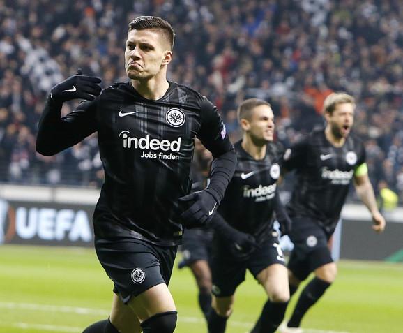 Luka Jović slavi pogodak u dresu Ajntrahta