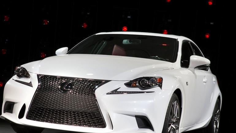 Lexus IS 300H: hybrydowy, ale jednak sportowy