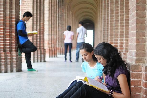 Jeszcze za wcześnie, żeby wskazać, w jakim trybie prowadzone będą zajęcia w kolejnym roku akademickim.