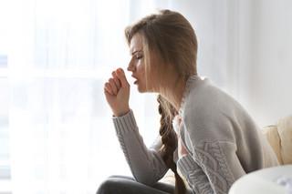 Epidemiolog: Kaszląca czy kichająca osoba posyła wirusy grypy na 1,5 m