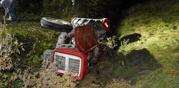 Ciągnik przygniótł mężczyznę podczas prac polowych. Traktorzysta w ciężkim stanie