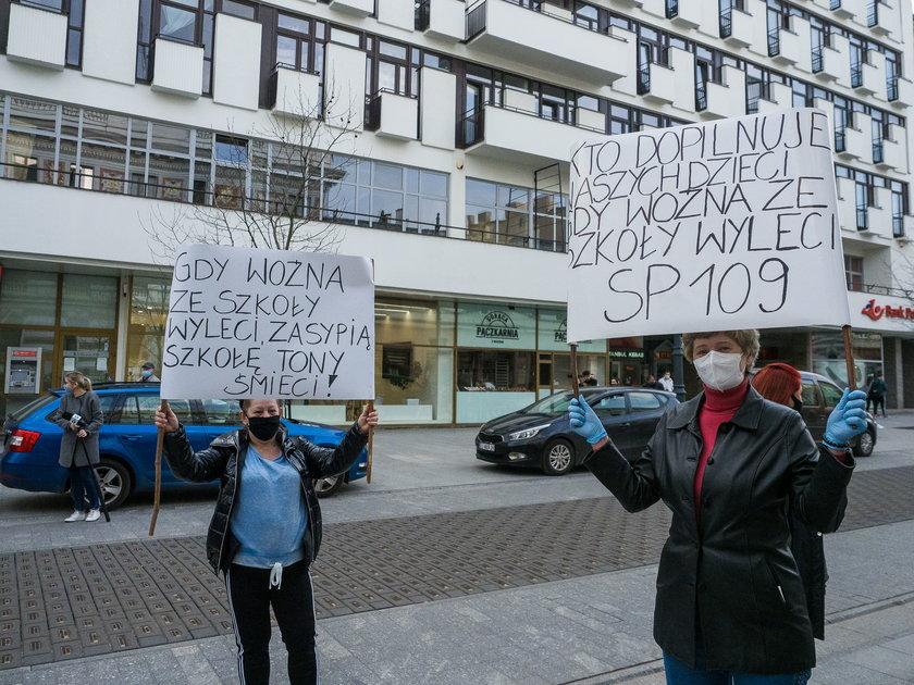 Protest w sprawie zwolnień pracowników niepedagogicznych w Łodzi