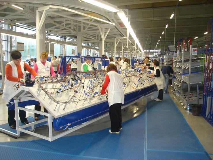 PROKUPLJE radnici u fabrici leoni arhiva ljm