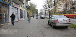 Nadciąga koniec z parkowaniem na chodnikach?