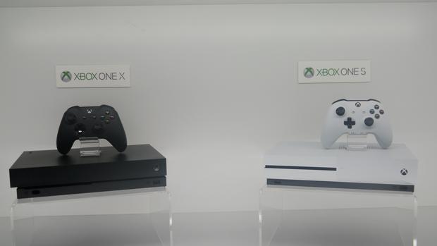 Xbox One X i wcześniejsza wersja S