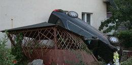 Samochód zaparkował mi na altance!