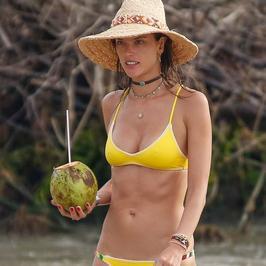 Alessandra Ambrosio i jej umięśnione ciało. Nadal nie możemy wyjść z zachwytu