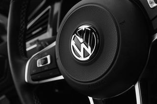 W aferze Volkswagena dochodzi do rozstrzygnięć, ale padają oskarżenia wobec kolejnych koncernów