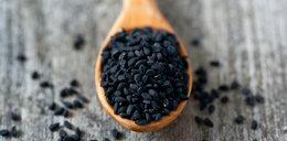 Coraz więcej pieczywa z czarnuszką. Te niepozorne nasiona mają zaskakujące właściwości!