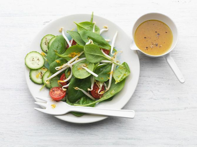 Znate li šta se događa sa vašim telom kada istovremeno jedete paradajz i krastavac? Posle ovoga, to NIKAD VIŠE nećete raditi